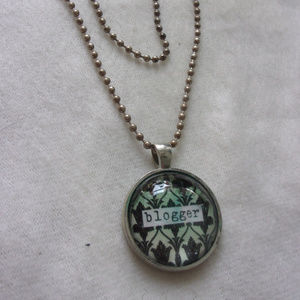 Jewelry - Blogger Necklace